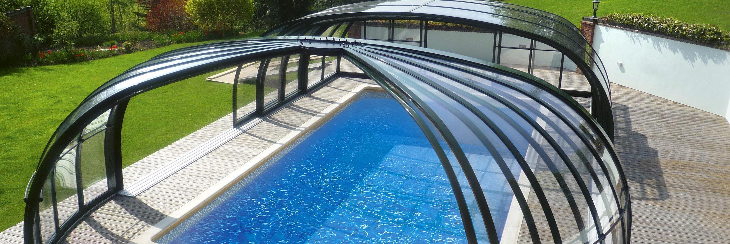 Teilweise aufgeschoben verschiebbare Poolüberdachung Olympic