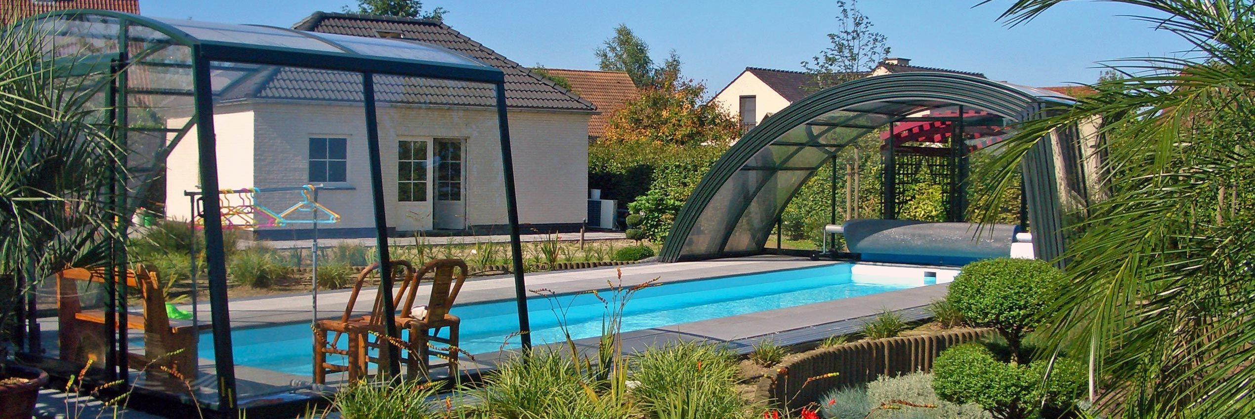 Teilweise aufgeschoben verschiebbare Poolüberdachung Ravena