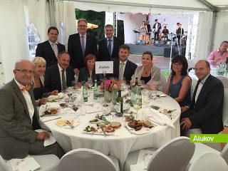 ALUKOVs Firmen-Tisch