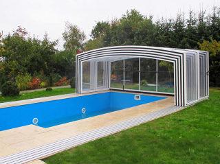 Hohes Poolüberdachungsmodell VISION von ALUKOV