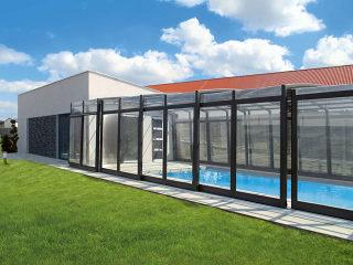 Maßgefertigtes hohes Poolüberdachungsmodell VISION