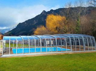 Moderne hohe Schiebeüberdachung für Ihren Pool
