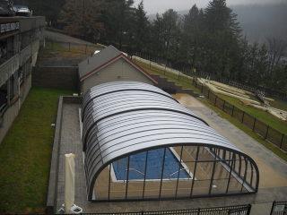 Neue hohe Poolüberdachung LAGUNA für Hotelschwimmbad