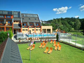 Hotel schwimmbad überdacht mit Alukov poolüberdachung