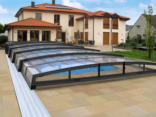 VIVA™ Lieblingsmodell unter flachen Poolüberdachungen