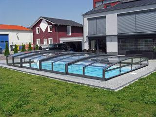 Schwimmbadüberdachung VIVA™ zeichnet sich durch modernes Design