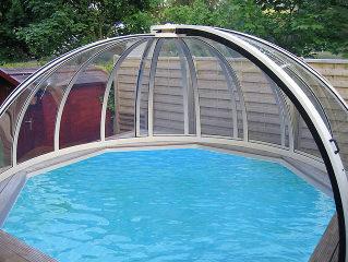 Runde aufschiebbare Poolüberdachung ORIENT von Alukov