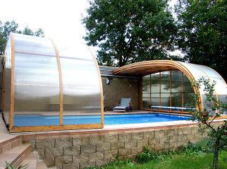 STYLE™ Poolüberdachung im Holzdekor