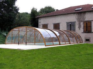 TROPEA NEO™ Poolüberdachung mit durchsichtigem Polykarbonat