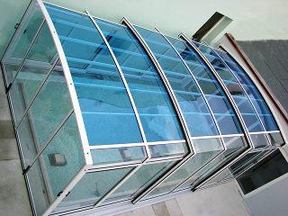Ein hohes Poolüberdachungsmodell VENEZIA