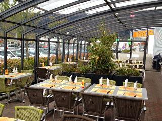 Schiebeüberdachung CORSO Premium für Gastgarten bei Hotels, Restaurants und Cafés