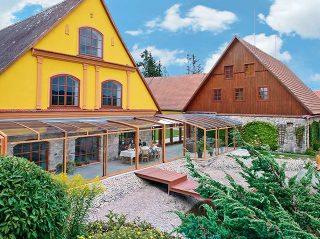 Schiebeüberdachung CORSO Premium für HORECA im Holzdekor