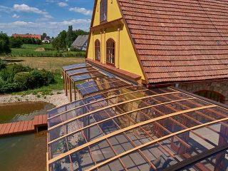 Schutz vor Unwetter mit Terrassenüberdachung CORSO Premium für Horeca