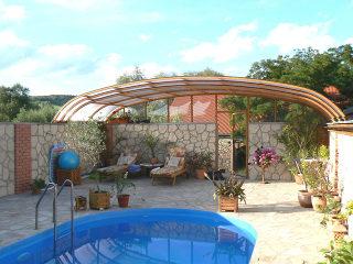 Atypische Poolüberdachung für HORECA - Pension Pool