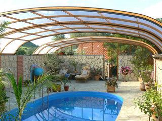 Atypische Poolüberdachung für HORECA - Pension Schwimmbad