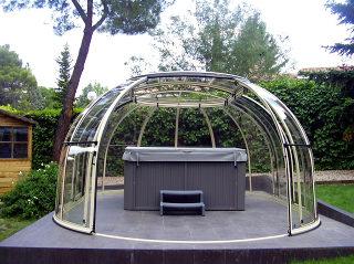 Spaüberdachung SUNHOUSE® mit kompaktem Polykarbonat
