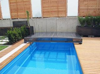 TERRA ist die flachste aufschiebbare Poolüberdachung auf dem Markt