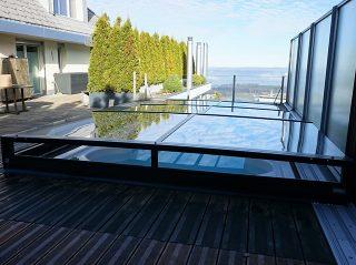 Terra Poolüberdachung stört im Garten nicht