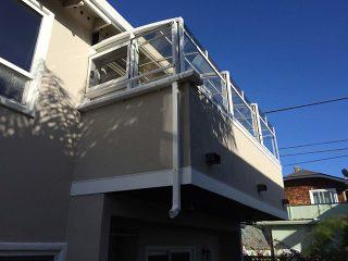 Terrassenüberdachung CORSO Premium auf dem Balkon