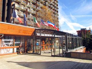 Terrassenüberdachung CORSO Premium für HORECA passt zu diesem Berghotel perfekt