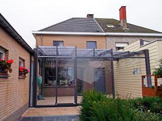 Terrassenüberdachung CORSO Ultima zwischen den Häusern