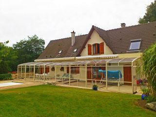 Terrassenüberdachung mit Alu-Profilen in Beige