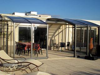 Geräumige Terrassenüberdachung CORSO Premium von Alukov