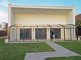 Leichte und kompakte Ausführung der Terrassenüberdachung CORSO