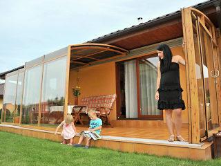 Terrassenüberdachung CORSO mit Alu-Profilen im Holzdekor