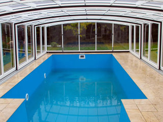 Variables und maßgefertigtes Poolüberdachungsmodell VISION