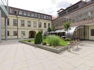 Verlängerung der Saison mit der mobilen Terrassenüberdachung CORSO Style für HORECA