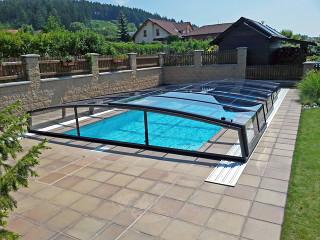 CORONA Poolabdeckung bietet noch Raum für Schwimmen