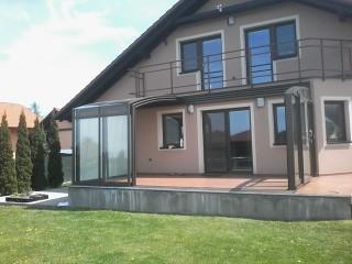 Dank der Terrassenüberdachung ist Ihre Terrasse mit dem Garten verbunden