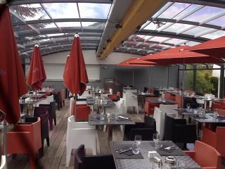 Innnenseite der Terrassenüberdachung CORSO beim Restaurant
