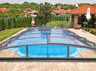 Leicht aufschiebbare Poolüberdachung IMPERIA NEO von ALUKOV