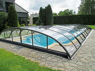 Pool-Überdachung Elegant in anthrazitfarbener Ausführung