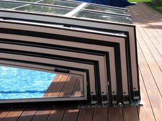 Zugeschobene Segmente bei der VIVA™ Poolüberdachung