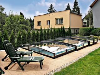 Poolüberdachung VIVA™ mit kompaktem Polykarbonat und einer Schiene