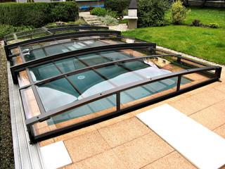 Flaches Poolüberdachungsmodell VIVA™ von ALUKOV Schweiz