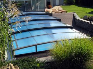 Moderne flache Poolüberdachung - CORONA™