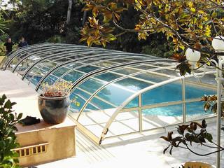 Eine der niedrigen Varianten der Poolüberdachungen ELEGANT