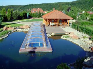 Lange Variante der Poolüberdachung IMPERIA NEO im Holzdekor