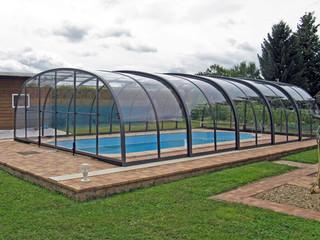 LAGUNA Poolüberdachung von ALUKOV mit ihrer eleganten Gestalt passt zu jedem Garten