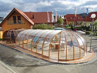 Aufwändige Poolüberdachung Olympic von ALUKOV für anspruchsvolle Kunden
