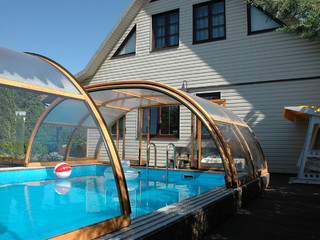 TROPEA Poolüberdachung teilweise aufgeschoben