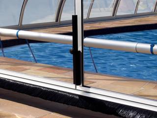 Helle Variante der Alu-Profilen bei der TROPEA Poolüberdachung von ALUKOV