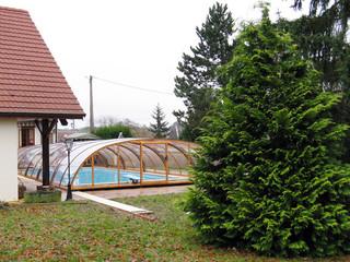 Mittelhohe Poolüberdachung TROPEA von ALUKOV Schweiz