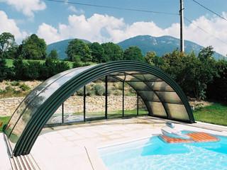 Poolüberdachungen der NEO Serie zeichnen sich durch manche Verbesserungen aus