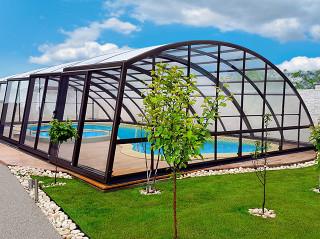 Stabile Konstruktion bei RAVENA Poolüberdachung