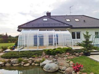 Unauffälliges Terrassenüberdachungsmodell CORSO Entry passt perfekt zu jedem Garten